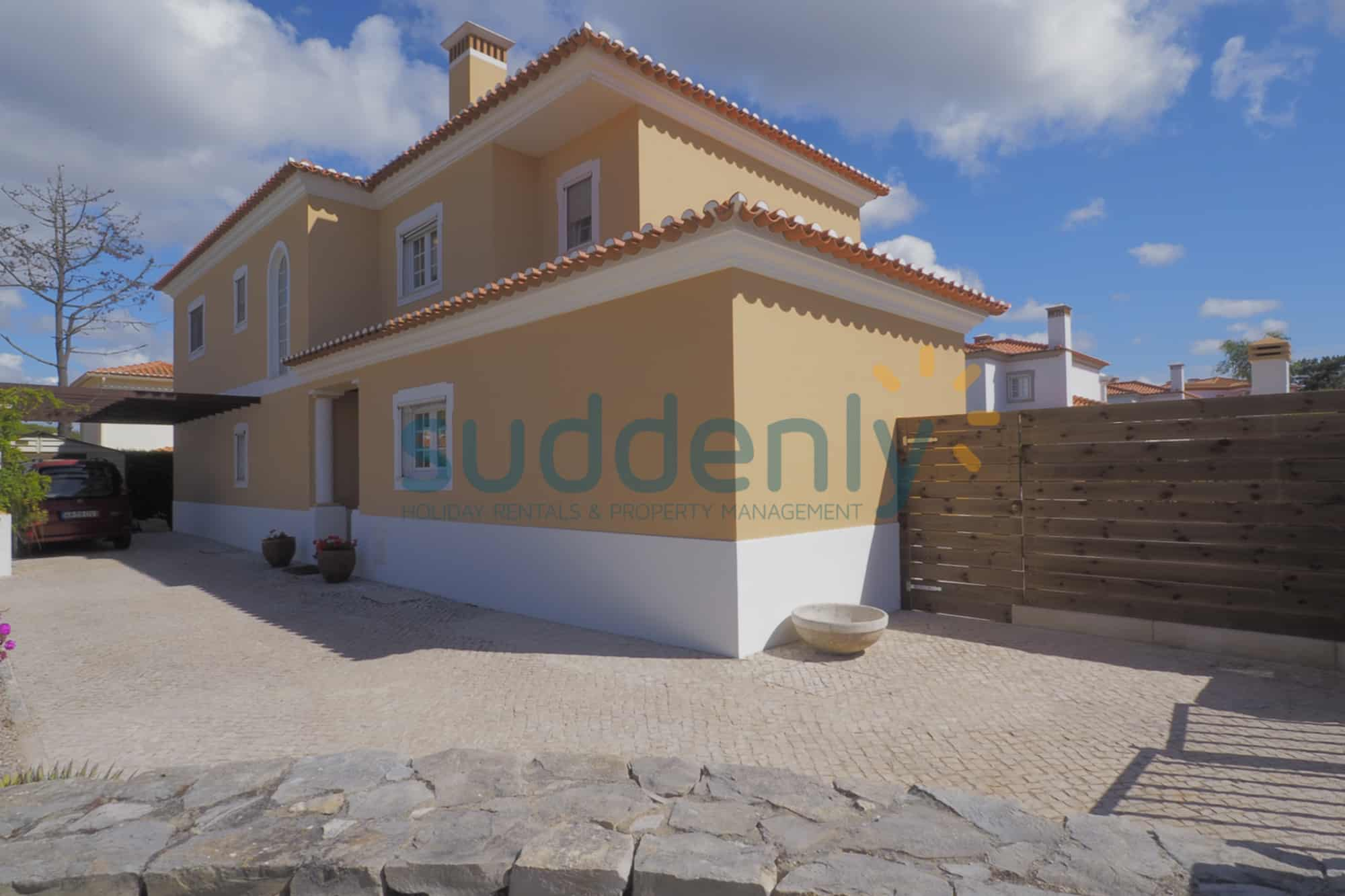 Holiday Rentals in Praia D'El Rey 294