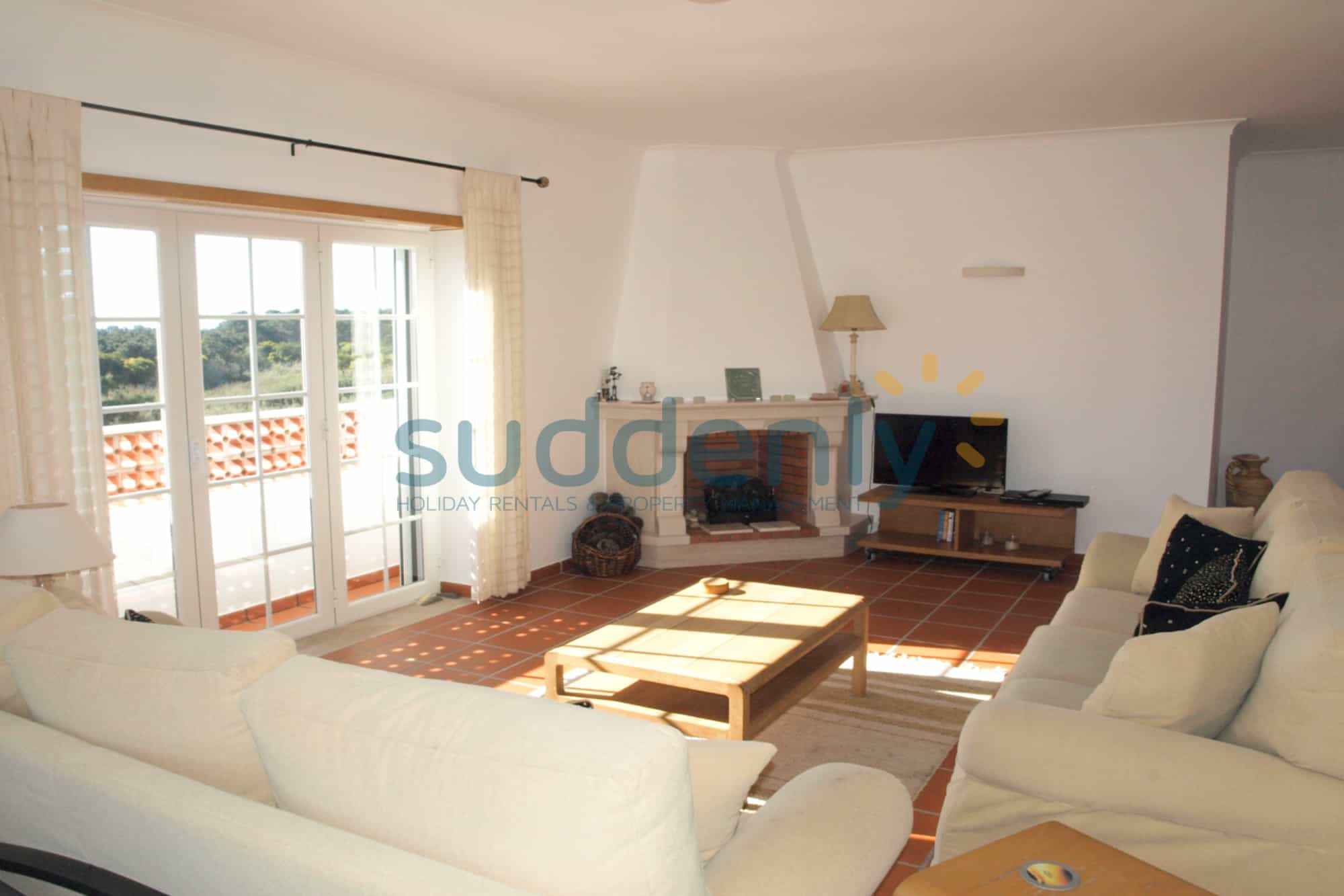 Holiday Rentals in Praia D'El Rey 103