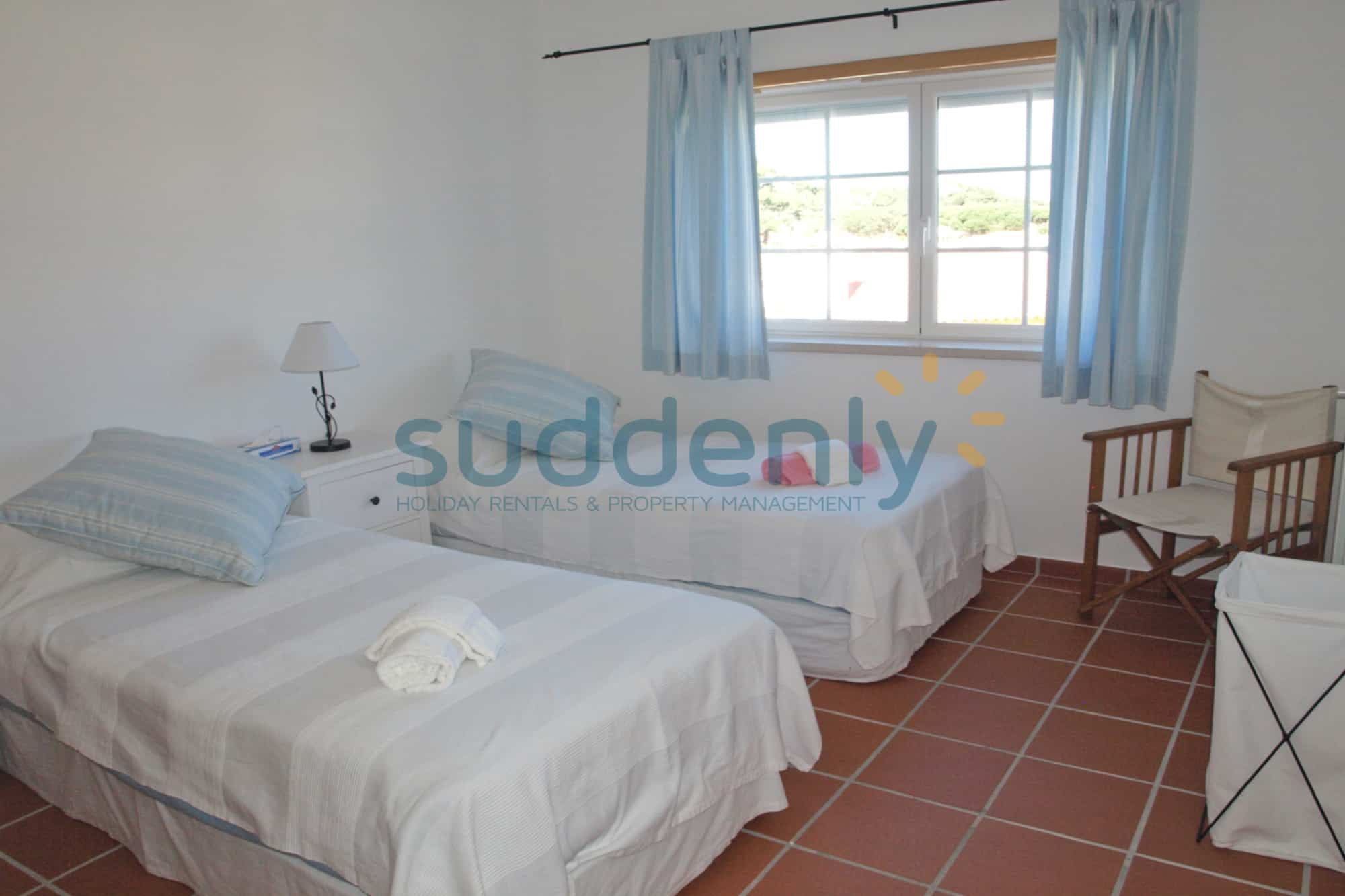 Holiday Rentals in Praia D'El Rey 108