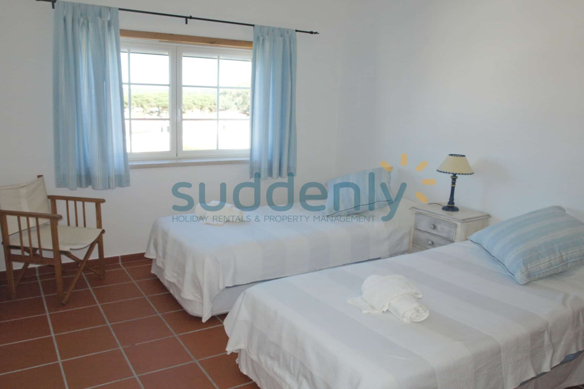 Holiday Rentals in Praia D'El Rey 109