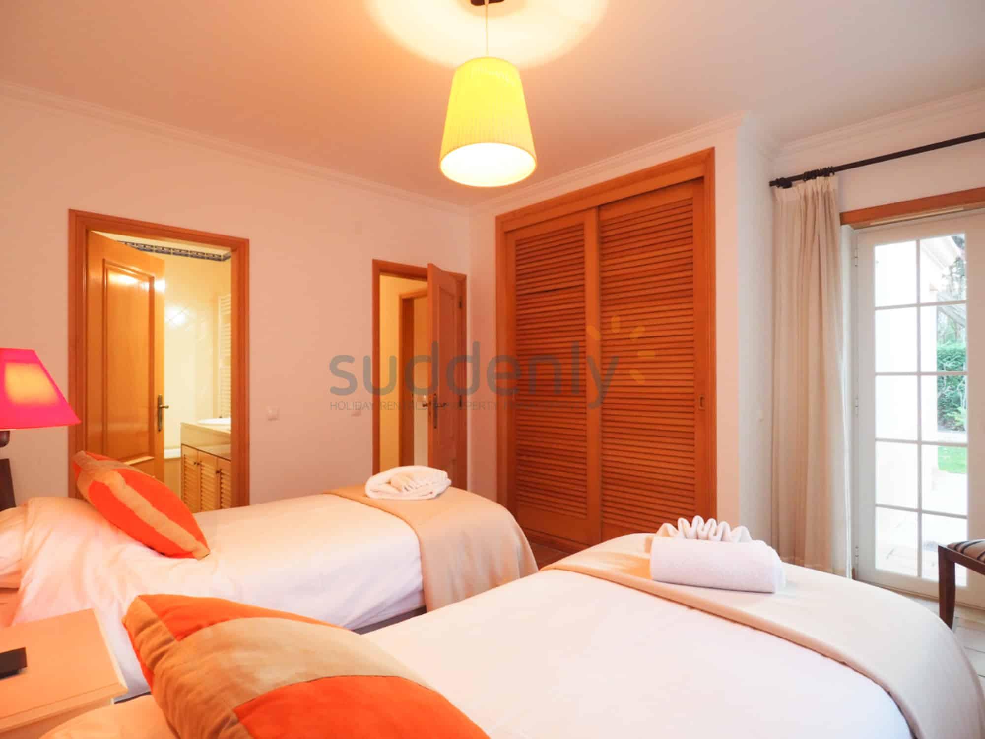 Accommodation 384