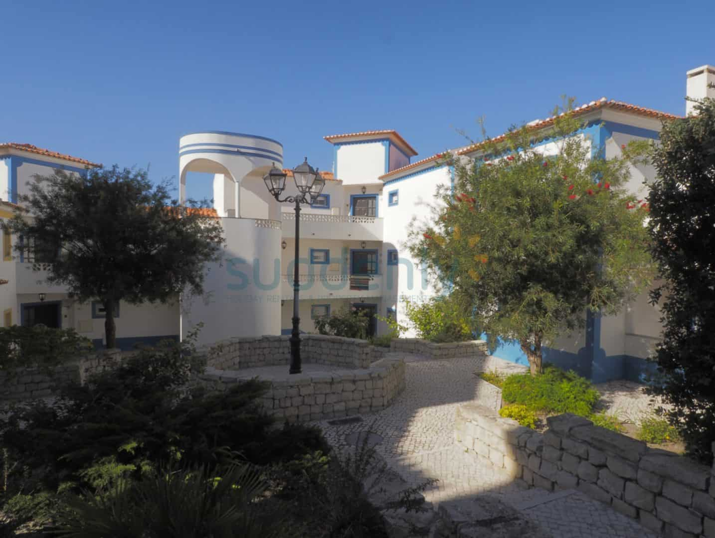Holiday Rentals in Praia D'El Rey 4