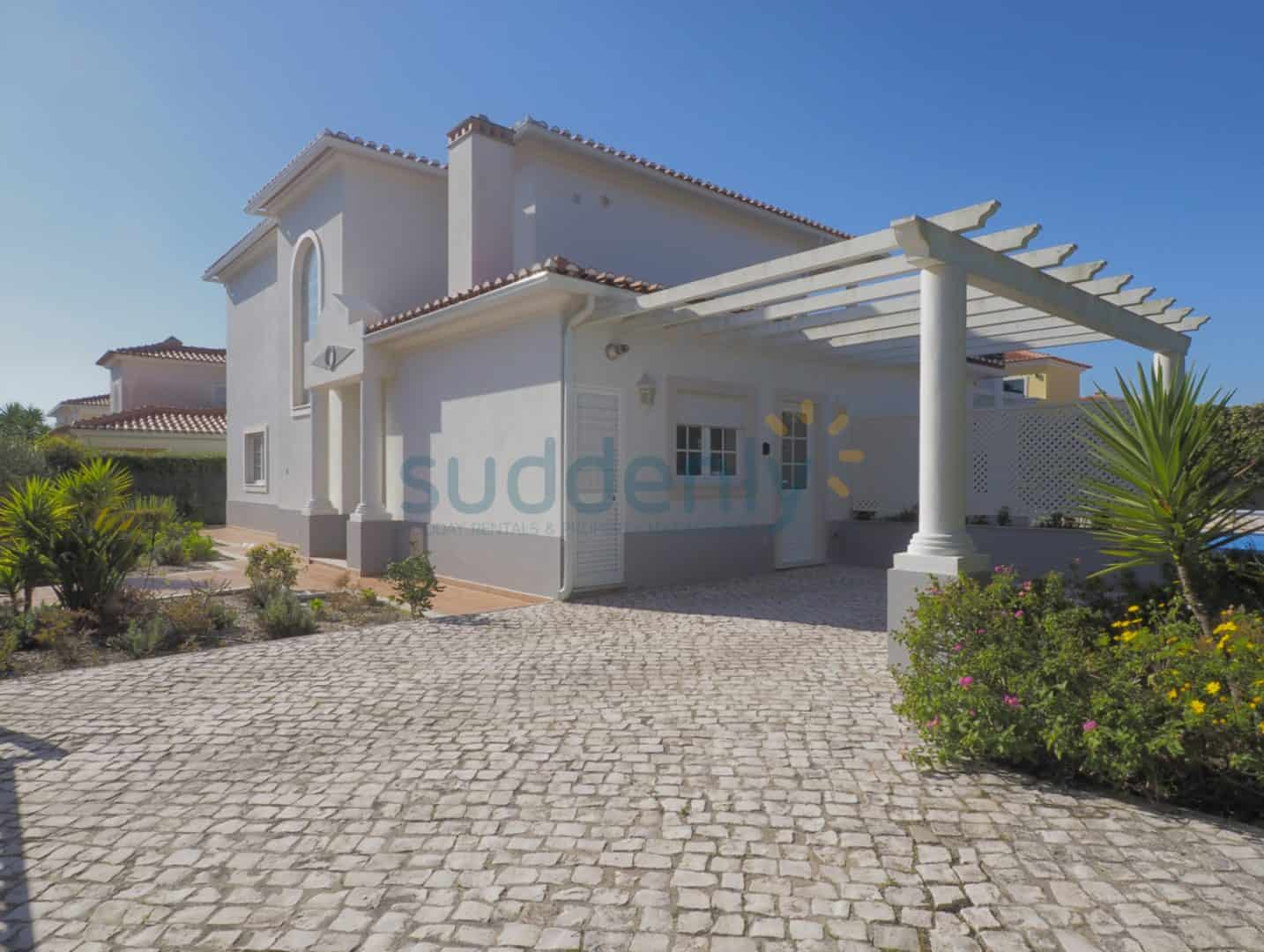 Holiday Rentals in Praia D'El Rey 79