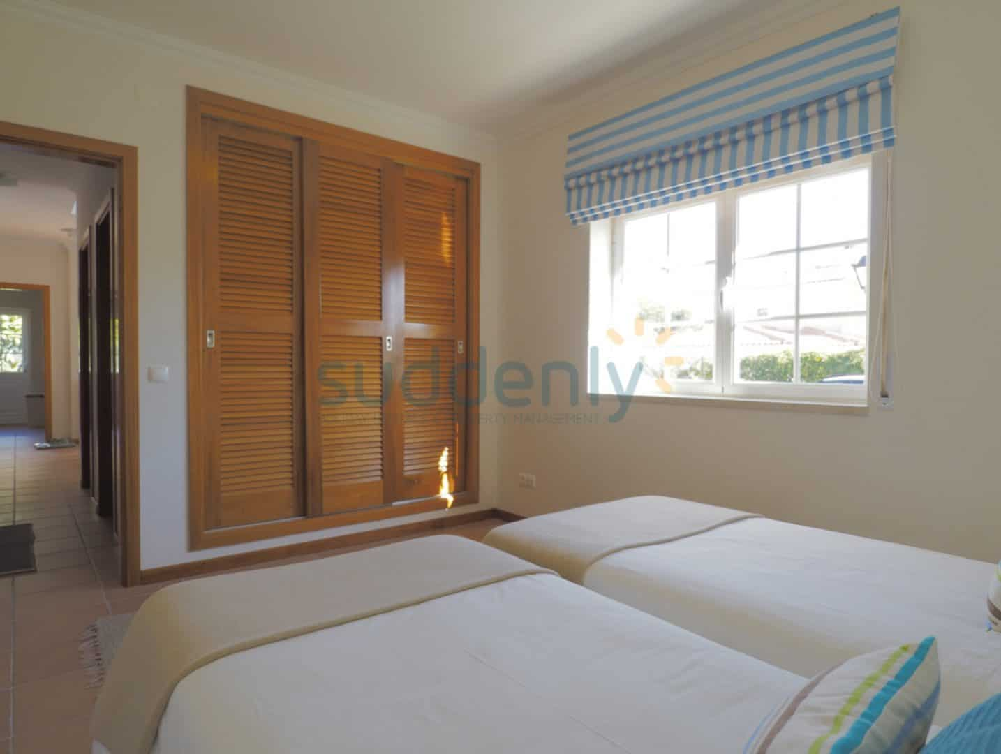 Holiday Rentals in Praia D'El Rey 66