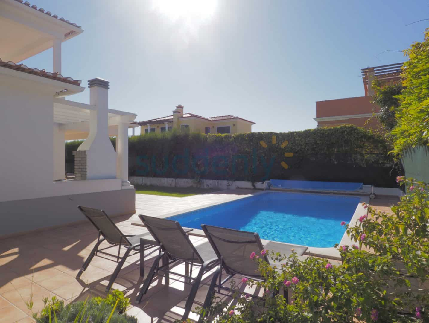 Holiday Rentals in Praia D'El Rey 52