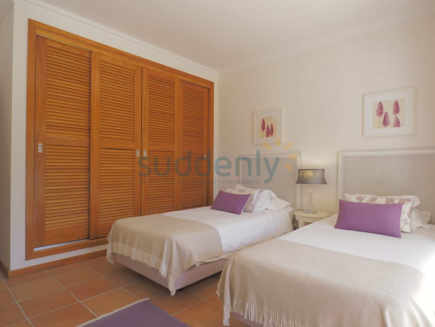 Holiday Rentals in Praia D'El Rey 62