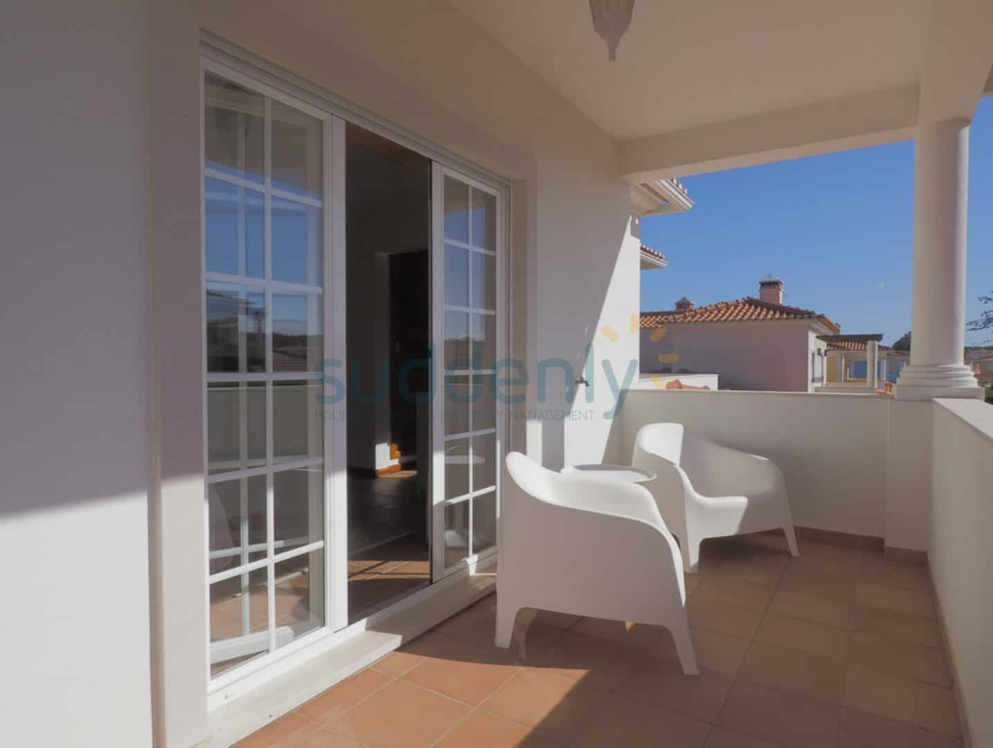 Holiday Rentals in Praia D'El Rey 70