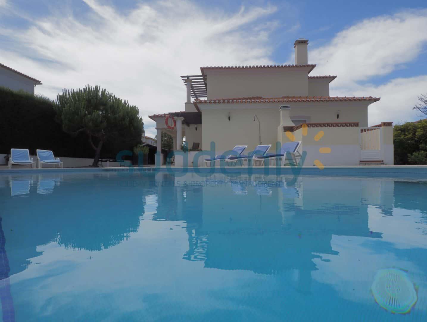 Holiday Rentals in Praia D'El Rey 374