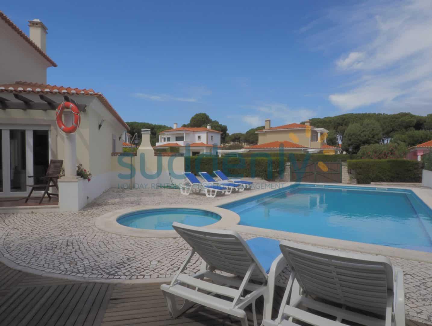 Holiday Rentals in Praia D'El Rey 375