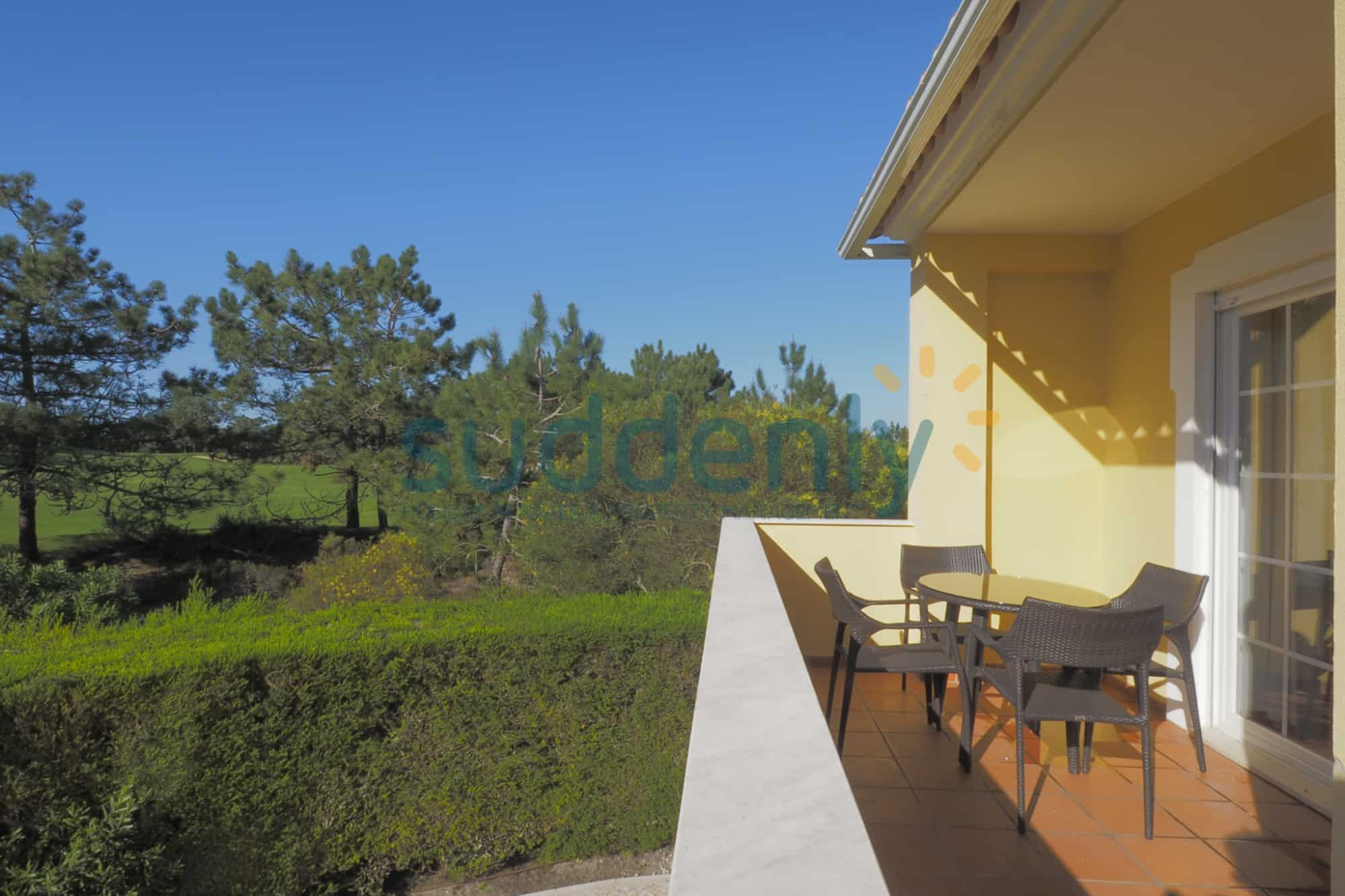 Holiday Rentals in Praia D'El Rey 225