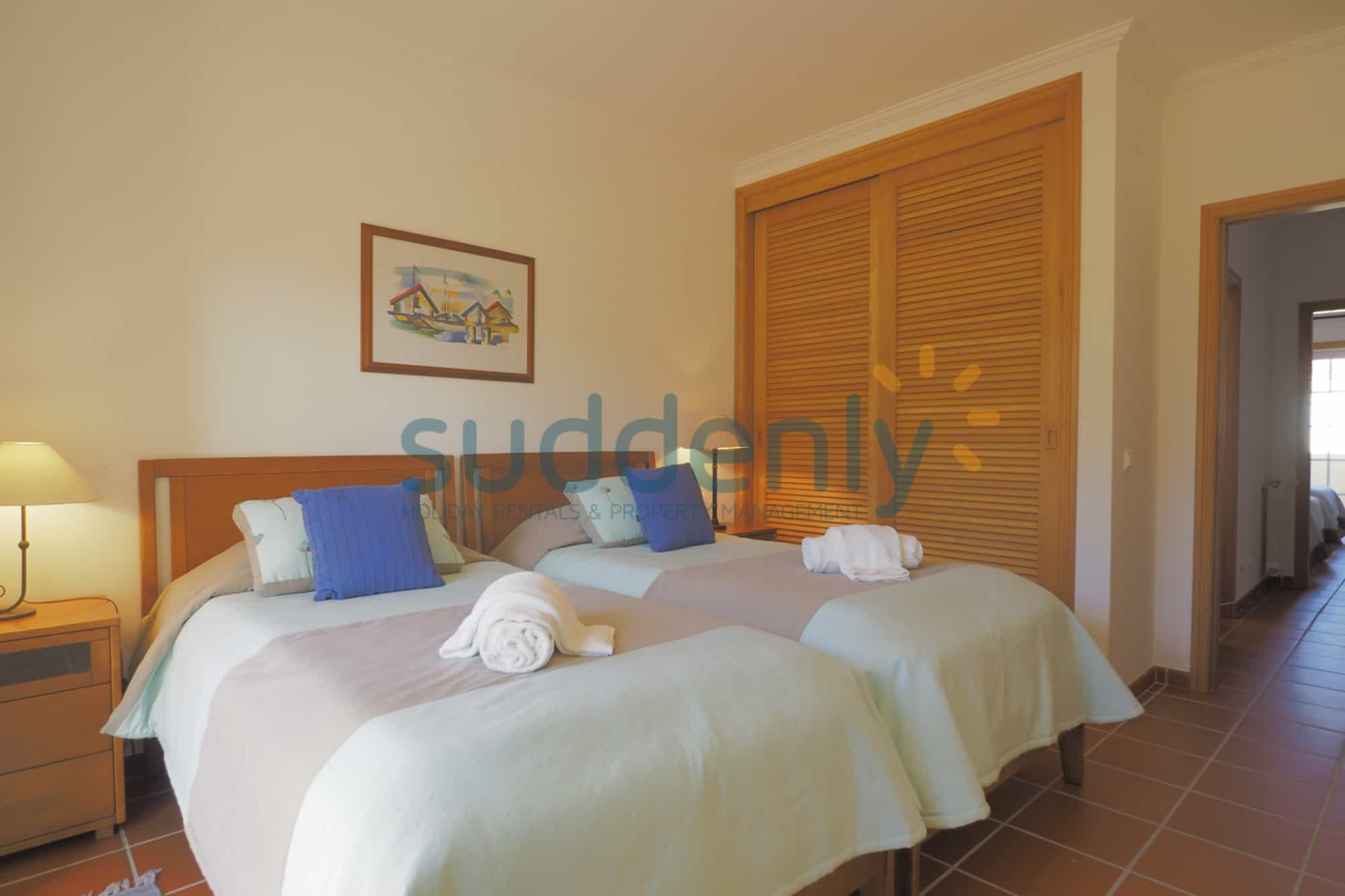 Holiday Rentals in Praia D'El Rey 235