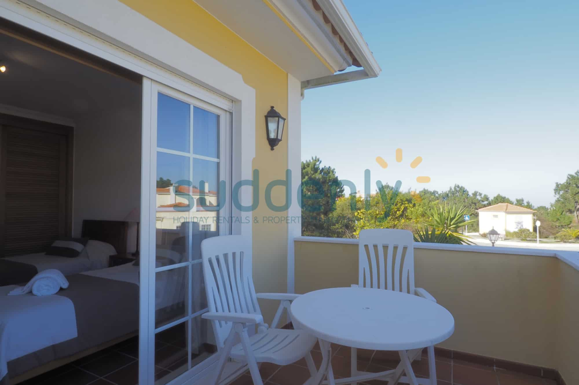 Holiday Rentals in Praia D'El Rey 231