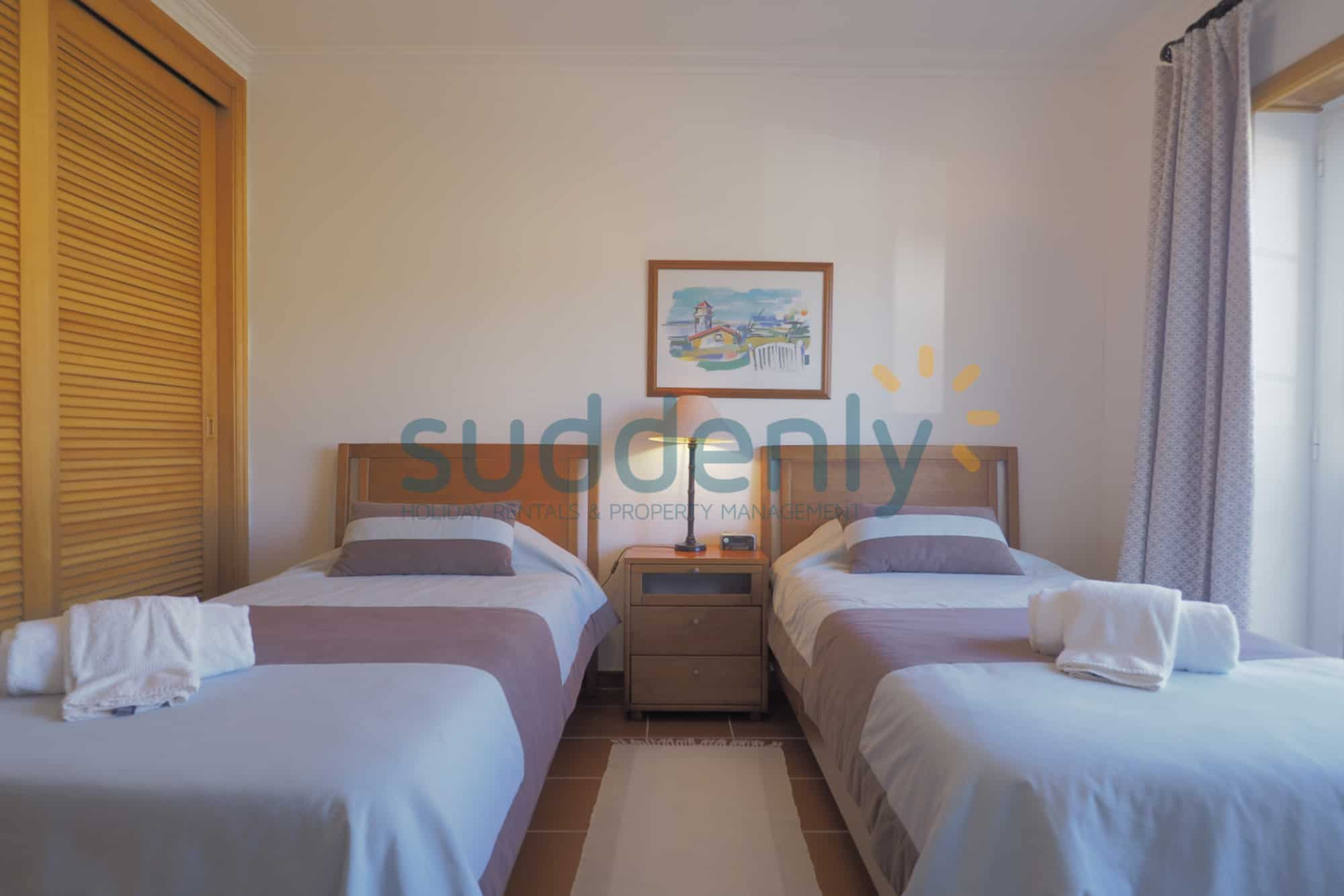 Holiday Rentals in Praia D'El Rey 229