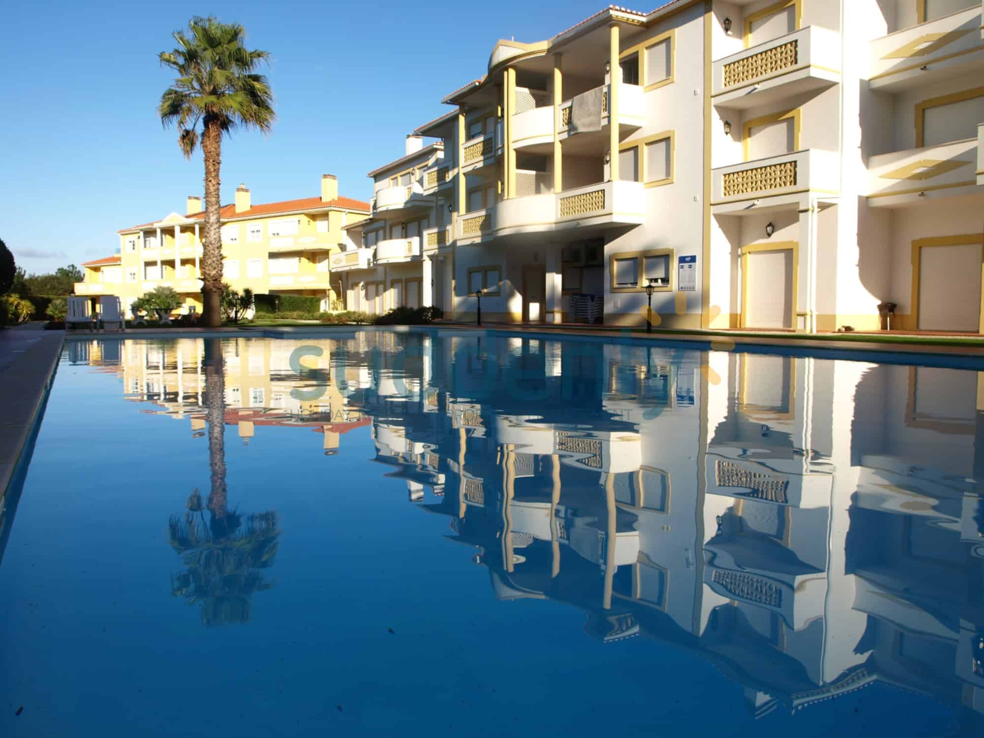Holiday Rentals in Praia D'El Rey 221