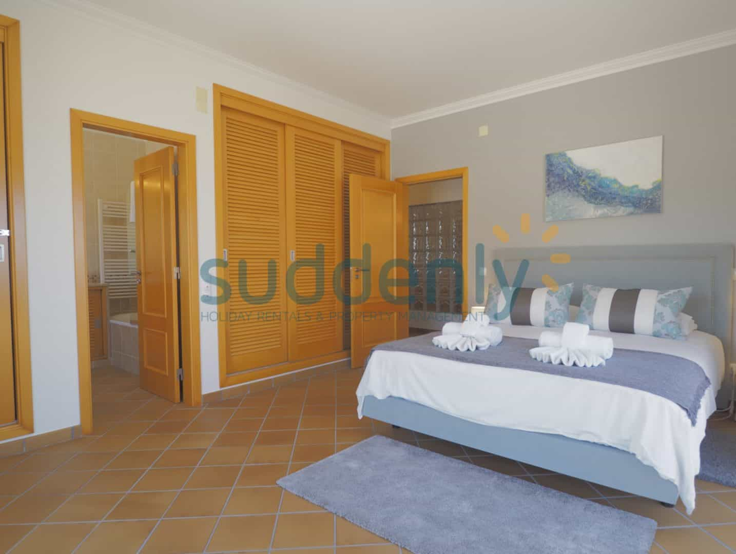 Holiday Rentals in Praia D'El Rey 178