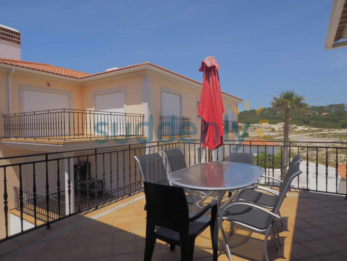 Holiday Rentals in Praia D'El Rey 173