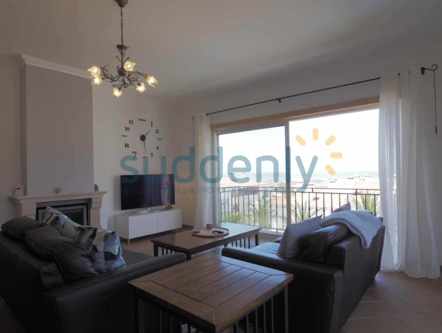 Holiday Rentals in Praia D'El Rey 172