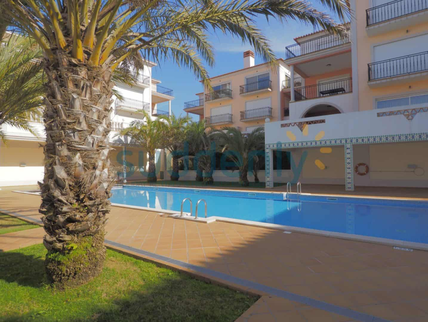 Holiday Rentals in Praia D'El Rey 164